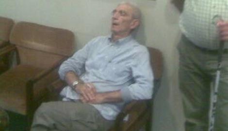 Πάλι κοιμήθηκε στο Δημαρχείο ο Μπουτάρης- Ολες οι φορές που τον «έπιασε» ο φακός να κοιμάται δημόσια