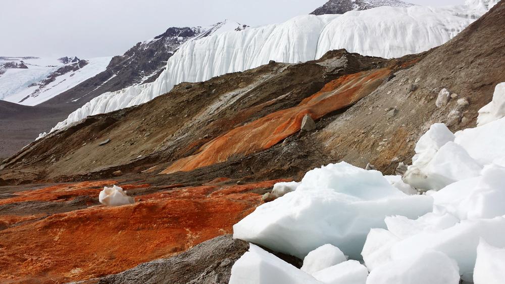 Το παγόβουνο που «φτύνει» αίμα -Οι επιστήμονες βρήκαν την εξήγηση