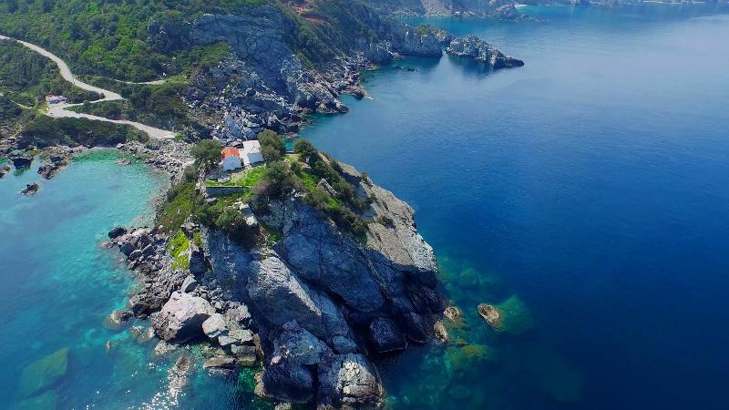 Η Telegraph βρήκε το ελληνικό νησί που έμεινε ανέγγιχτο από τον τουρισμό