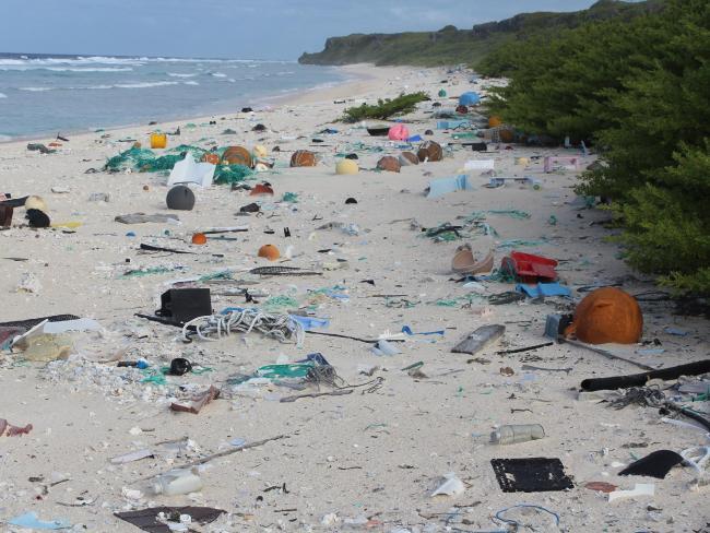 Το πιο βρώμικο νησί στον κόσμο: 37 εκατ. πλαστικά κομμάτια σκουπιδιών