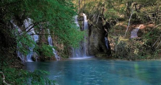 Vavel.gr | Σκρα: Αυτή είναι η γαλάζια λίμνη της Ελλάδας