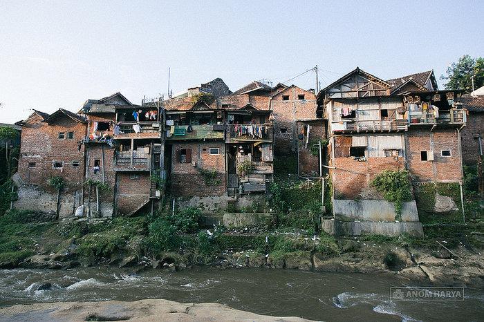 Το χωριό που μεταμορφώθηκε από παραγκούπολη σε...ουράνιο τόξο!