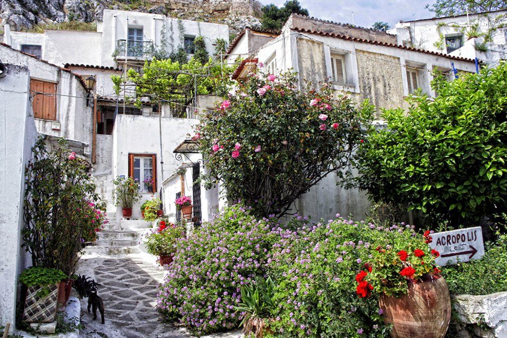 Vavel.gr | Η Liberation ερωτεύτηκε τα Αναφιώτικα  «Μια ιερή περίμετρος, ένα νησί»