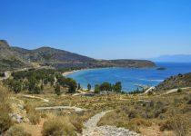 Βουτιές με…θέα στα δροσερά νερά της Καραθώνας