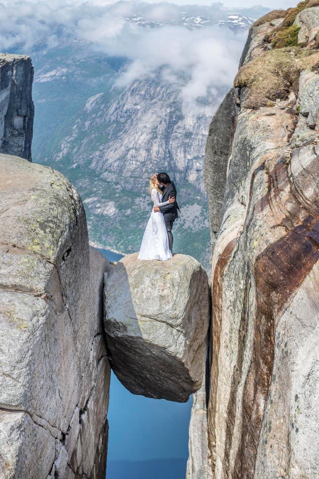 Έκαναν φωτογράφιση γάμου σε... όλον τον κόσμο -Νυφικό, γαμπριάτικο και φιλιά παντού