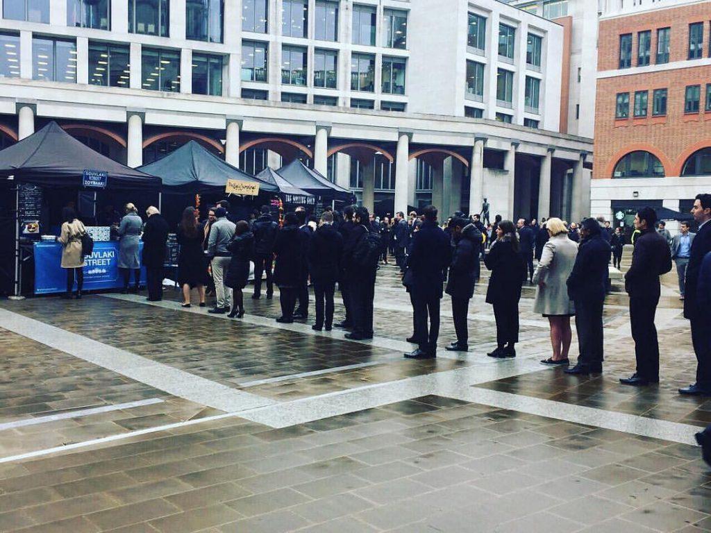Vavel.gr | Το Souvlaki Street μιας Χανιώτισσας προκαλεί ουρές αναμονής στο Λονδίνο