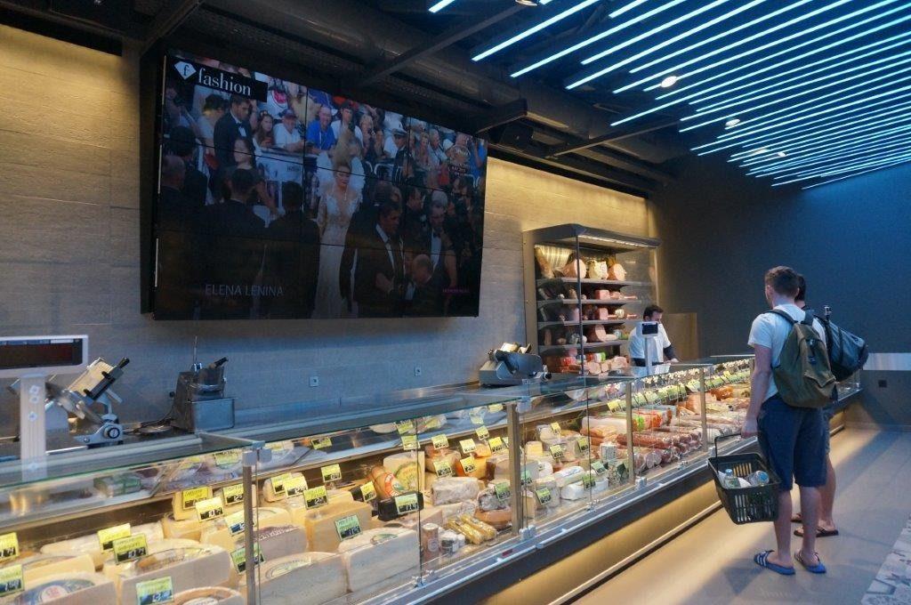 Αυτό είναι το πιο πολυτελές σούπερμαρκετ στην Ελλάδα και τώρα ζητούν προσωπικό