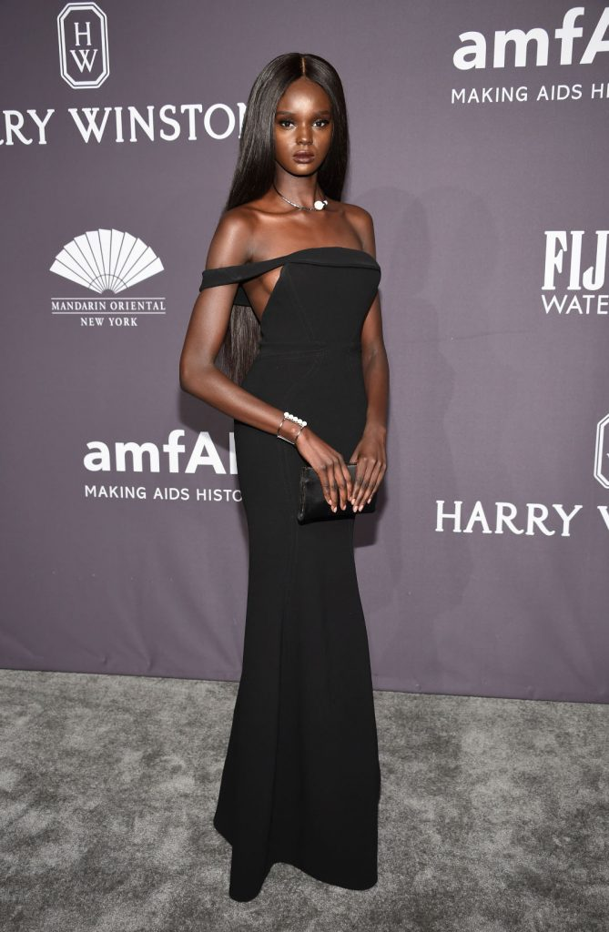 Ντάκι Θοτ: Το μοντέλο από το Σουδάν που είναι ολόιδια η Barbie, έχει τρελάνει το Internet