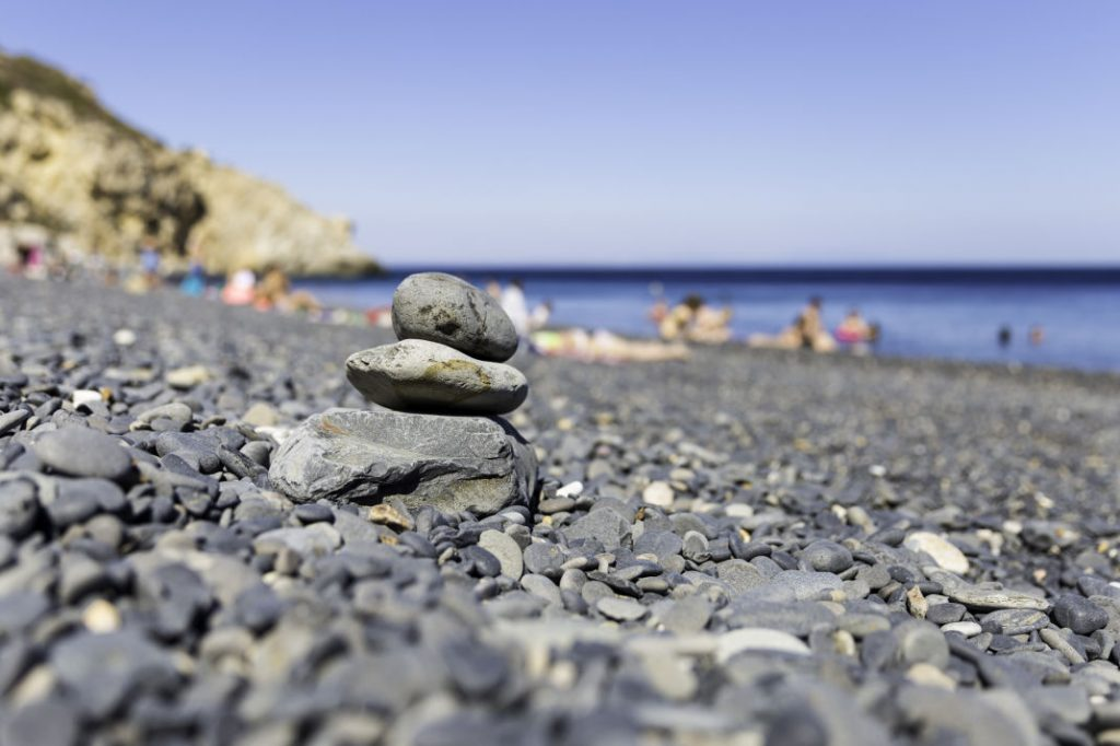 Vavel.gr | Μια παραλία της Ελλάδας μαύρη σαν πίσσα που δεν έχει καμία σχέση με τη Σαντορίνη