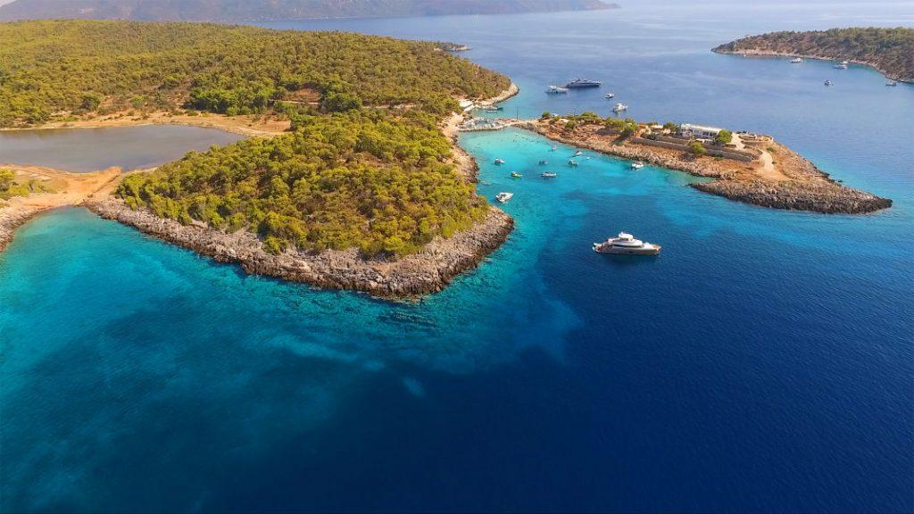 Vavel.gr | Αυτό το νησάκι θα μπορούσε να βρίσκεται στην Καραϊβική αλλά απέχει μόλις μια ώρα από τον Πειραιά