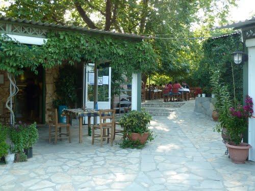 Αυτή η περιοχή είναι η 2η Χαλκιδική της β.Ελλάδος -Λευκές αμμουδιές, πράσινα νερά