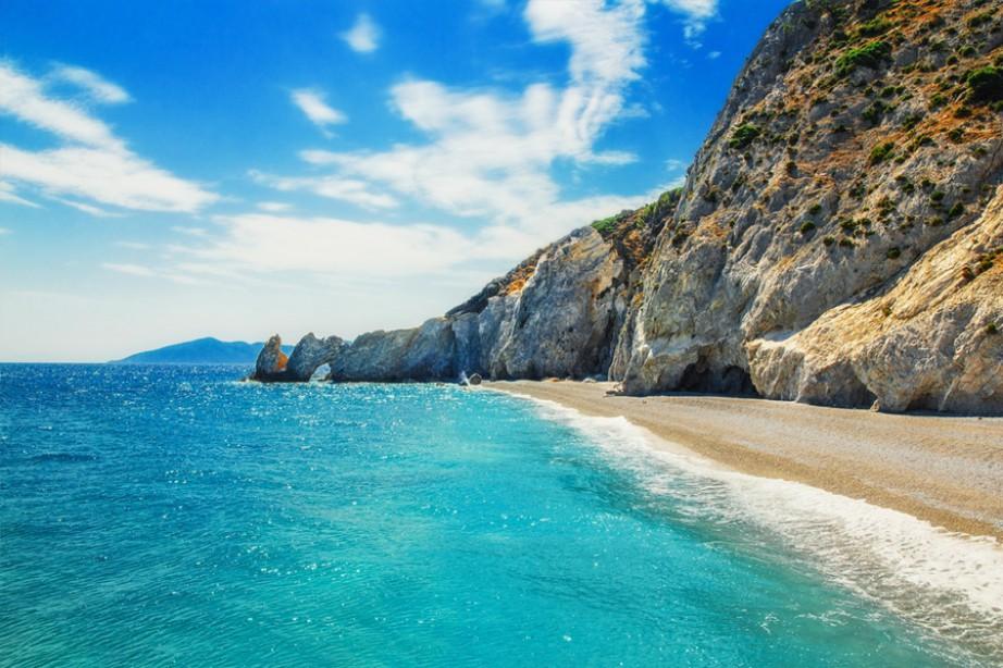 Αυτή η παραλία βρίσκεται στην Ελλάδα και είναι η πιο εντυπωσιακή παραλία του κόσμου για ένα συγκεκριμένο λόγο