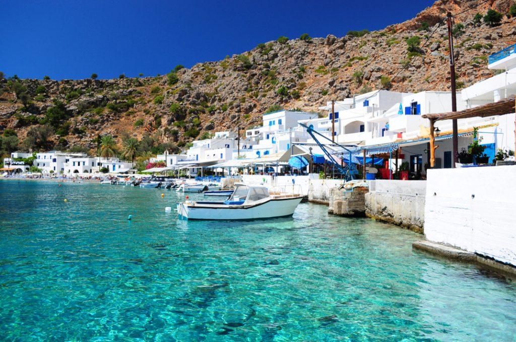 Vavel.gr | Το γραφικό χωριουδάκι με τα τυρκουάζ νερά που δεν έχει δρόμο