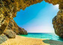 Ασύγκριτη ελληνική ομορφιά: Ένας επίγειος παράδεισος με λευκά βότσαλα και διάφανα νερά