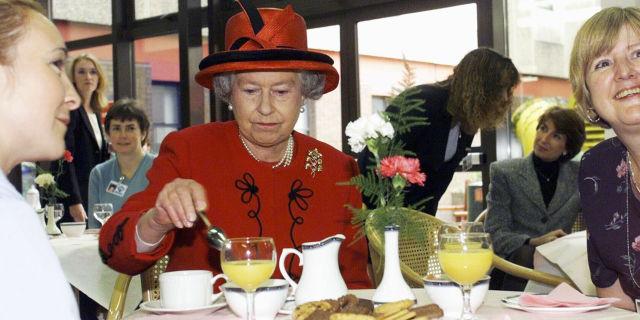 Τι αρέσει στη Βασίλισσα Ελισάβετ να τρώει (μπορεί και να σας εκπλήξει)