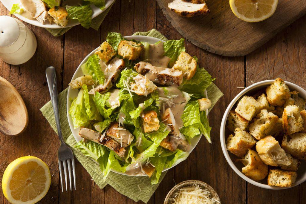 Οι σως που θα δώσουν θεϊκή γεύση στη σαλάτα σου, χωρίς πολλές θερμίδες