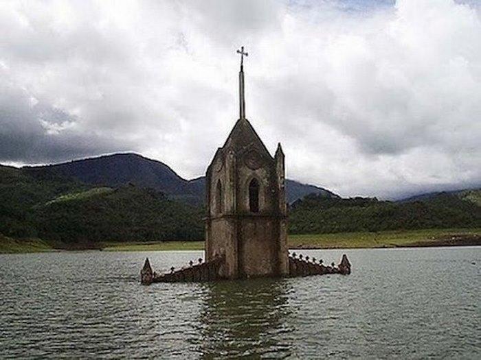Vavel.gr | Μια εκκλησία αναδύθηκε από το νερό μετά από 30 ολόκληρα χρόνια!