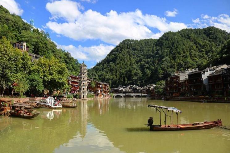 Η παραμυθένια πόλη των 1.300 ετών που είναι καλυμμένη από πράσινα και γκρι βρύα