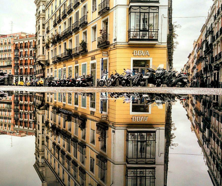 Vavel.gr | Φωτογράφος ταξιδεύει τον κόσμο και φωτογραφίζει τον αντικατοπτρισμό διάφορων πόλεων