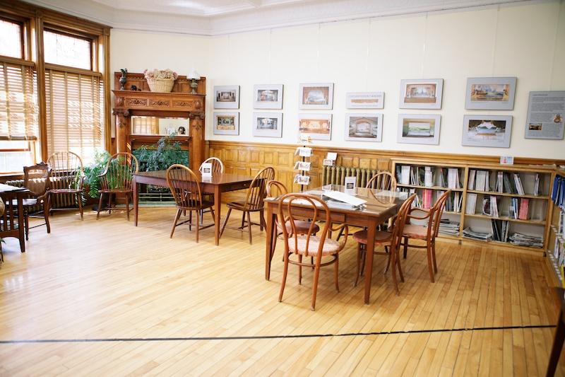 Vavel.gr | Αυτή η βιβλιοθήκη είναι χτισμένη στα σύνορα μεταξύ δύο χωρών με μία πόρτα για κάθε χώρα