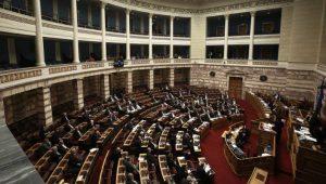 Πρωτοφανής ένταση στη Βουλή με βαρείς χαρακτηρισμούς